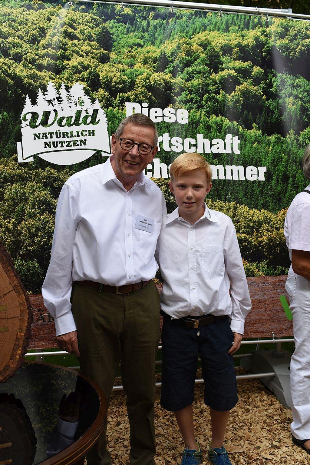Bürgerfest 2016 in Niedersachsen: Großvater mit Enkel