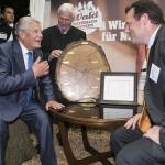 Bundespräsident Joachim Gauck im Dialog mit Philipp Franz zu Guttenberg