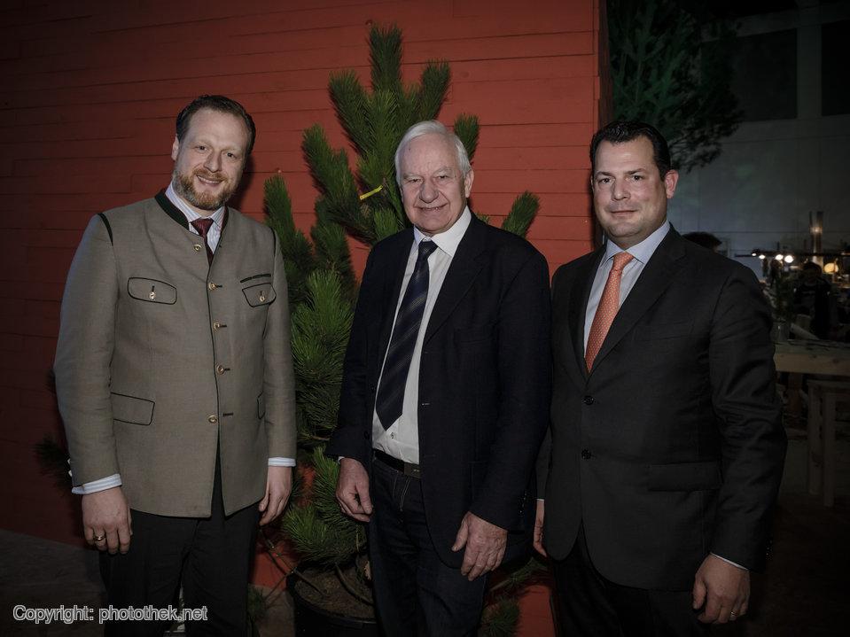 AGDW-Präsident Philipp zu Guttenberg und Hauptgeschäftsführer Alexander Zeihe mit ehemaligem Bundestagsabgeordnete Cajus Caesar