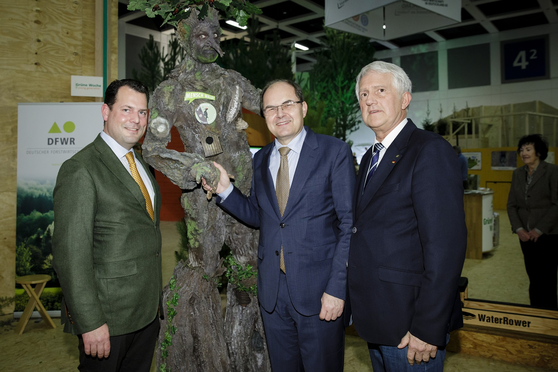 Ehemaliger Bundesminister Christian Schmidt am Stand der AGDW