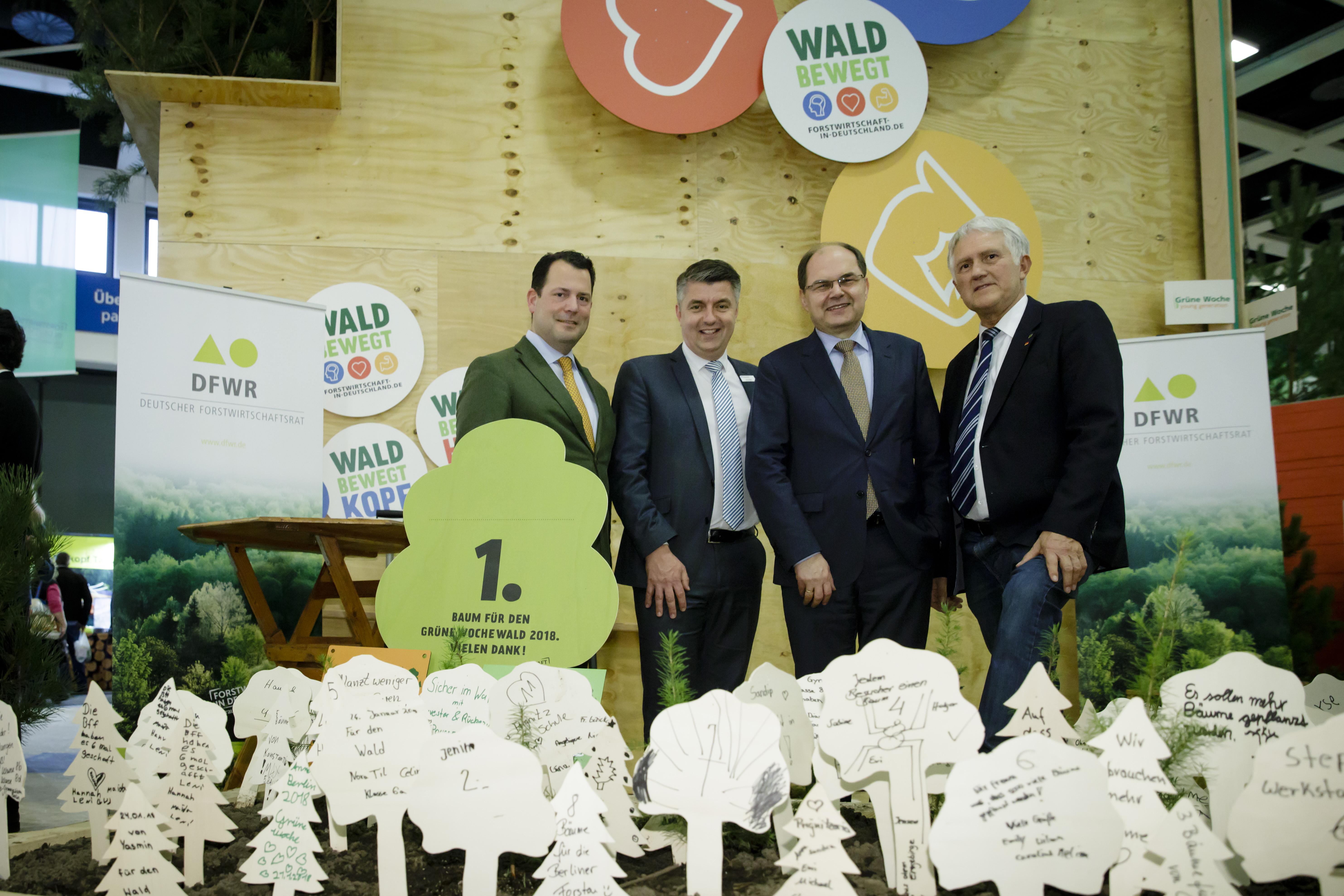 AGDW-Präsident Philipp zu Guttenberg mit ehem. Bundesminister Christian Schmidt und Projektleiter Lars Jäger