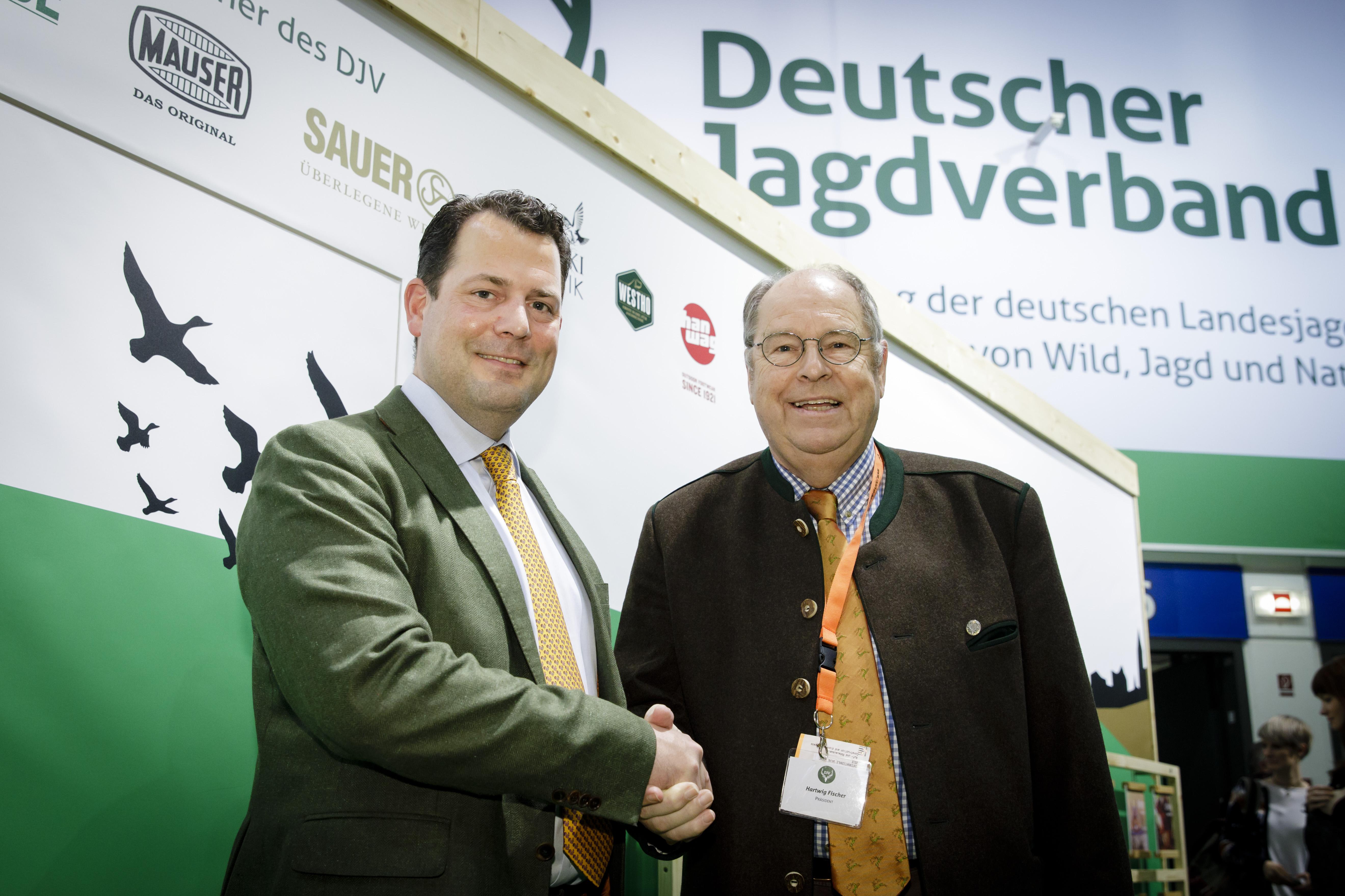 Hartwig Fischer, Präsident des Deutschen Jagdverbands (DJV) mit AGDW-Präsident Philipp zu Guttenberg