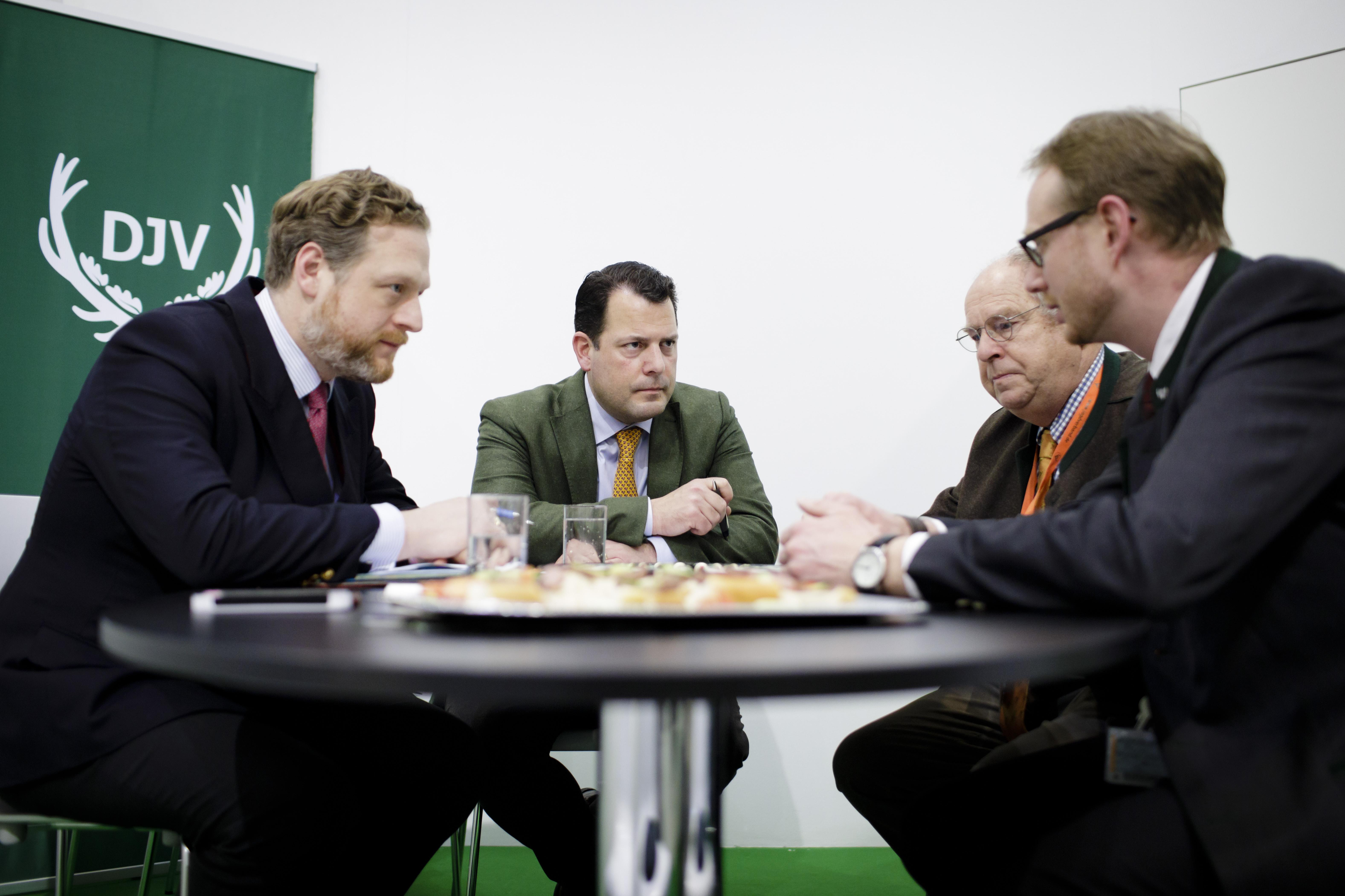 AGDW-Hauptgeschäftsführer Alexander Zeihe und AGDW-Präsident beim Deutschen Jagdverband (DJV)
