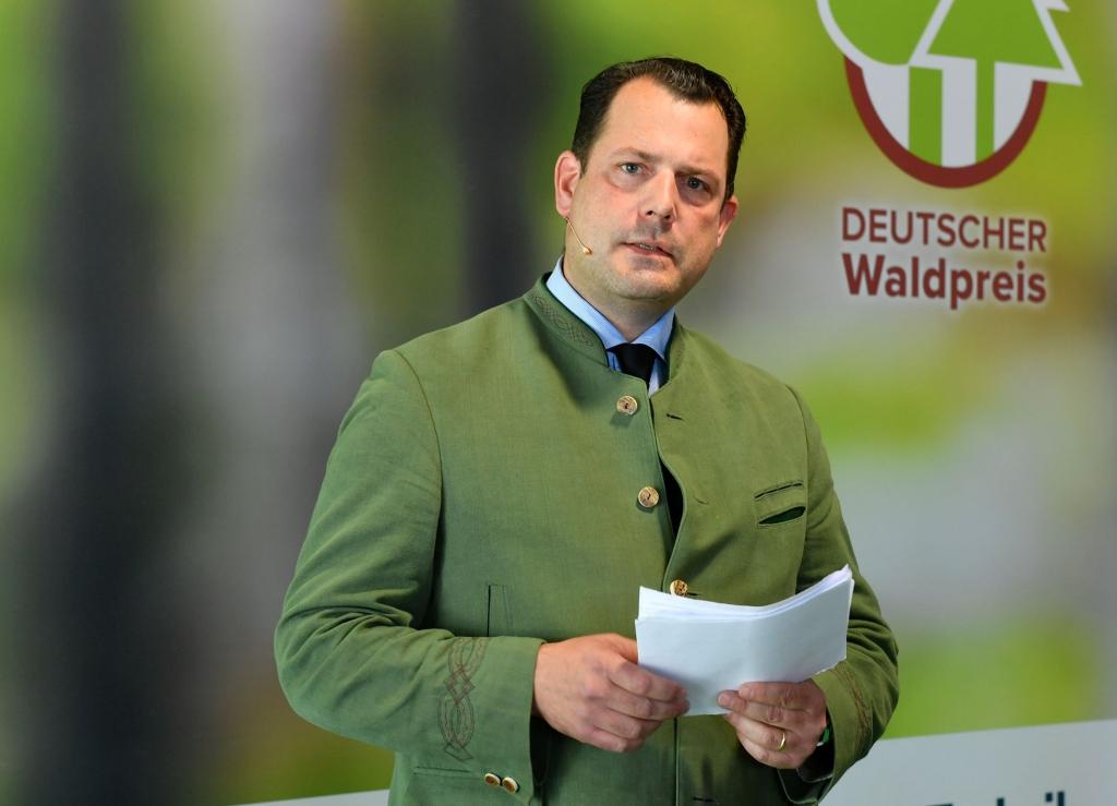 Die Verleihung des Deutschen Waldpreises wurde moderiert von AGDW-Präsident Philipp zu Guttenberg