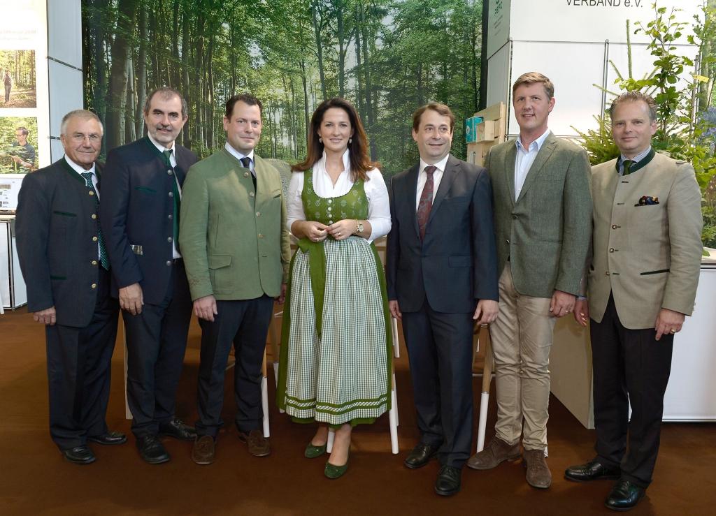 Rundgang über die Interforst 2018 mit Landwirtschaftsministerin Michaela Kaniber