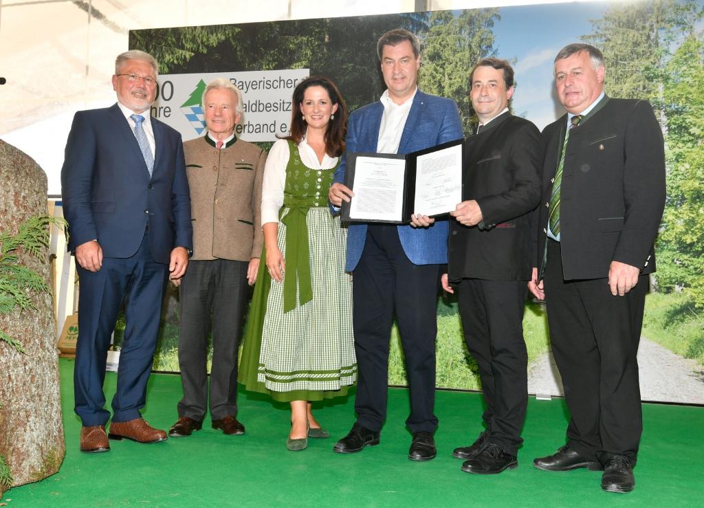 Unterzeichnung des Waldpakts durch Ministerpräsident Dr. Markus Söder und Forstministerin Michaela Kaniber