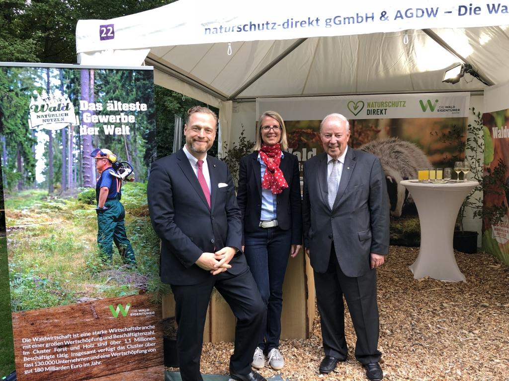 Hauptgeschäftsführer Alexander Zeihe und Pressesprecherin der AGDW mit Dr. Wolfgang von Geldern, Präsident SDW
