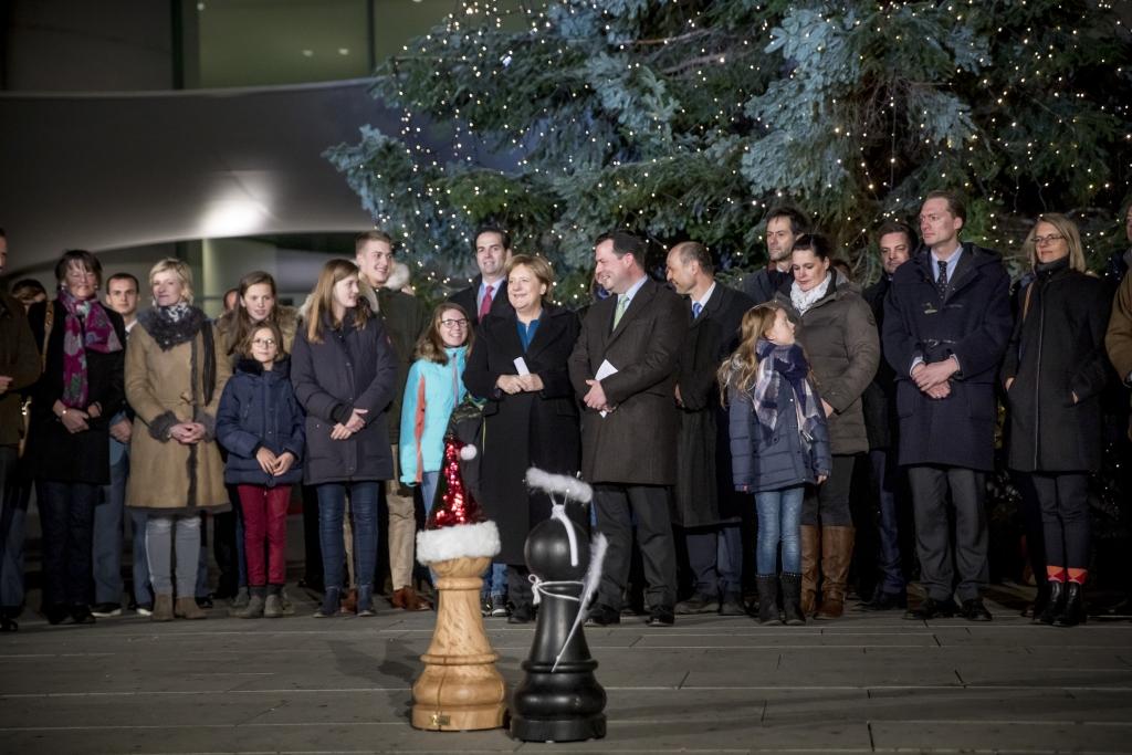 Uebergabe der Weihnachtsbaeume an das Bundeskanzleramt